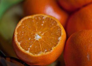 Orangen sind klassische Früchte für die Saftpresse
